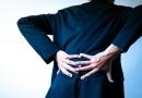 「腰が痛くて、足がしびれる」このような症状を年代別に解説します!